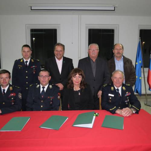 Podpis pogodbe za dobavo nove avtolestve PGD Trebnje