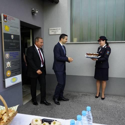Gasilci so svečano sprejeli ministra za obrambo